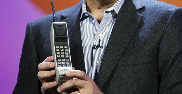 Первый мобильный телефон Motorolla DynaTAC 8000X
